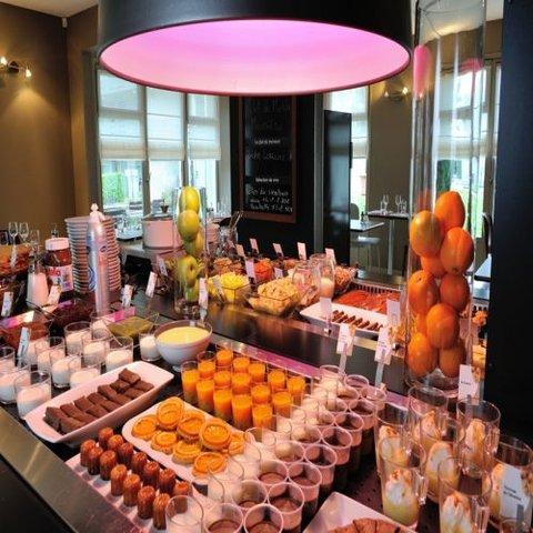 CAMPANILE LYON EST - Aéroport St Exupery - Buffet Restaurant