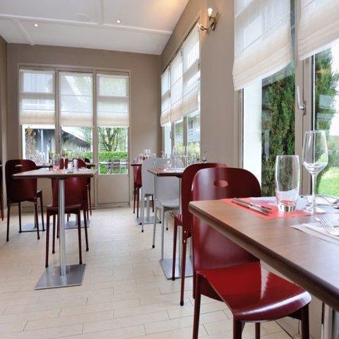 CAMPANILE LYON EST - Aéroport St Exupery - Restaurant
