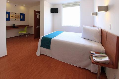 One Queretaro Aeropuerto - Handicapped Room