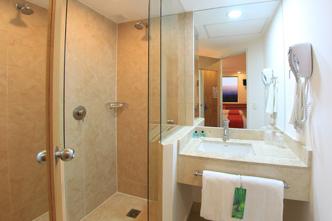 One Queretaro Aeropuerto - Bathroom