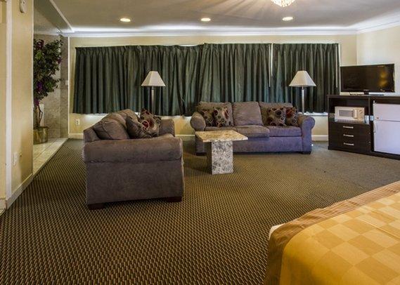 Econo Lodge Beach Block Atlantic City Suite