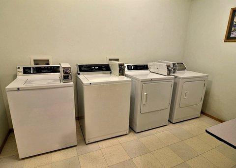 Quality Inn & Suites Pacific - Auburn - laundry room