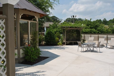 DoubleTree by Hilton Fayetteville - Outdoor Pavillion Area