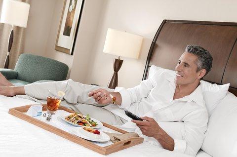 希爾頓黑得希爾頓花園酒店 - Evening Room Service