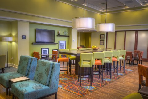 Hampton Inn and Suites Pensacola/Gulf Breeze - Perfect Mix Lobby Seating