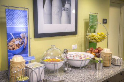 Hampton Inn and Suites Pensacola/Gulf Breeze - Fruit Station