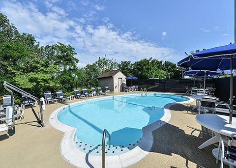 Comfort Inn & Suites Near Univ. of Maryland - pool