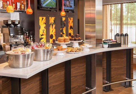 Courtyard Annapolis - The Bistro Breakfast Options