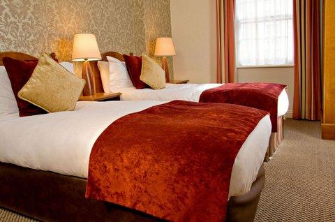 Buswells Hotel - Triple Room