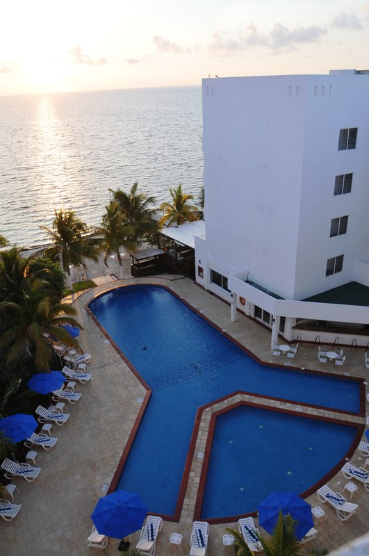Holiday Inn Cancun Arenas Exterior view