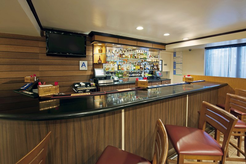 Fairfield Inn and Suites Long Island JFK Jamaica Bar/lounge