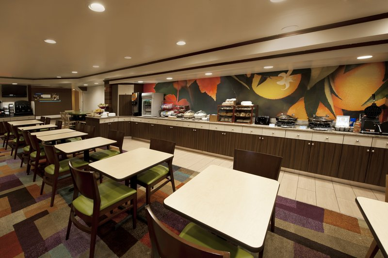 Fairfield Inn and Suites Long Island JFK Jamaica Restaurang