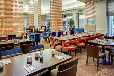 Hilton Garden Inn Danbury Hotel - Restaurant Dining Area