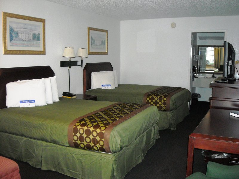 Americas Best Value Inn - Bonham, TX