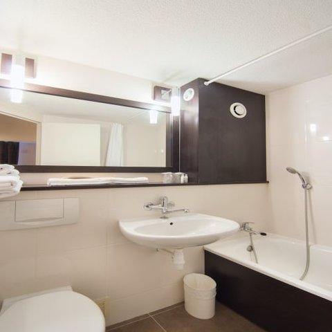 Kyriad Colmar Cite Administrative - Bathroom