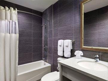 American Inn at Downey Kaiser - Bathroom