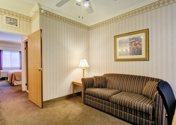 Quality Suites Near Convention Center - Anchorage, AK