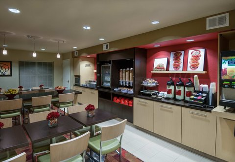 Towneplace Suites By Marriott Baton Rouge Hotel - Breakfast Area