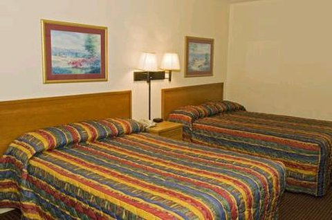 Midtown Inn and Suites - Guest Room