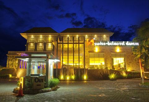 Swiss-Belhotel Danum Palangka Raya - Exterior By Night