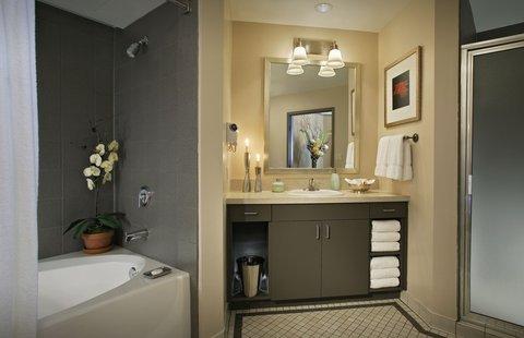 The Magnolia Hotel Dallas - Bathroom
