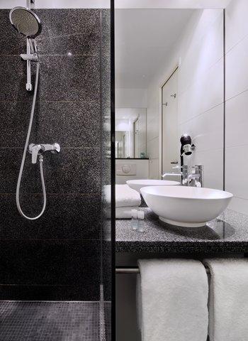 Motel One Nuernberg-City - Bathroom
