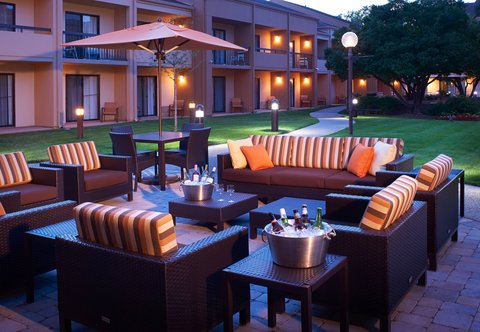 Courtyard By Marriott Chicago Arlington Heights / South Hotel - Outdoor Patio