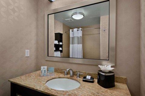 Hampton Inn and Suites Tampa Northwest - Queen Beds Guest Room Vanity