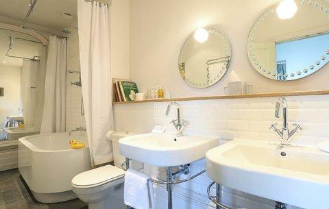 The Ickworth Hotel - Louis Bathroom
