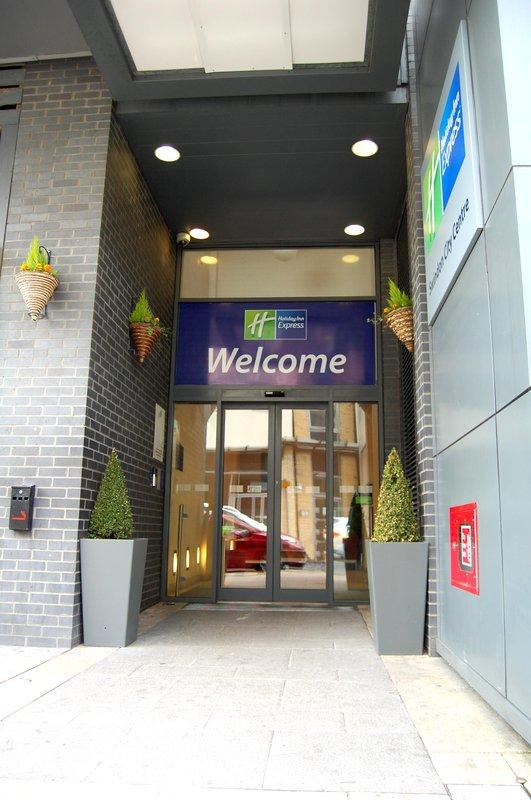 Holiday Inn Express Swindon City Centre Vista exterior