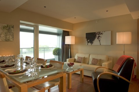 Plaza on the River, London - Two Bedroom Suite Riverview