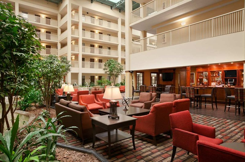 Embassy Suites Philadelphia - Airport Bar/Lounge