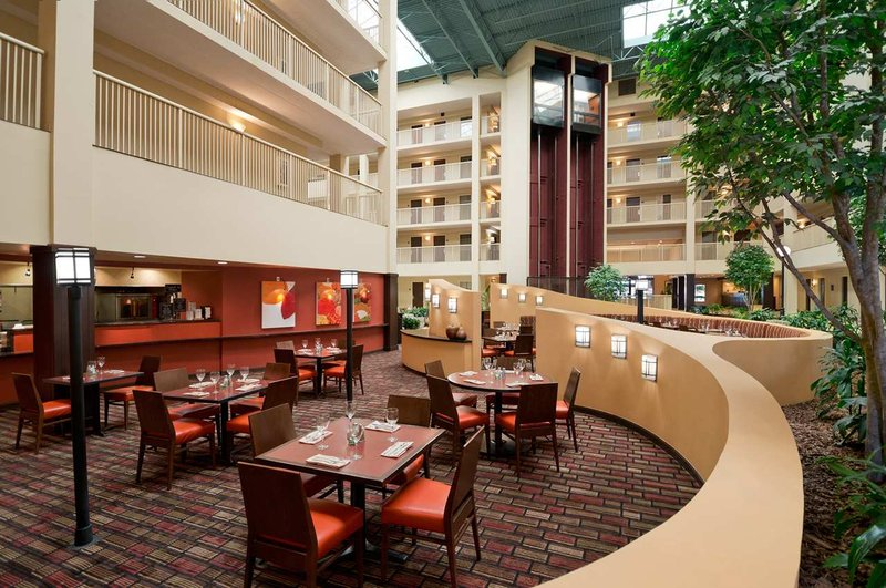 Embassy Suites Philadelphia - Airport Restauration