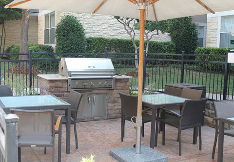 Residence Inn By Marriott Dallas Park Central - Outdoor Patio