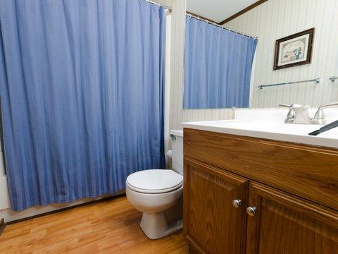 Top Of The World - 1BR Economy Bathroom