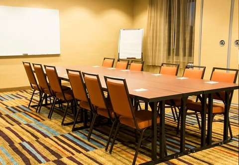 Fairfield Inn & Suites Moncton - Meeting Room   Conference Setup
