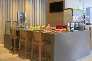 Start your day right during rush hours with our Grab&Go breakfast