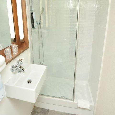 Campanile - Clermont-Ferrand - Le Brezet - Bathroom