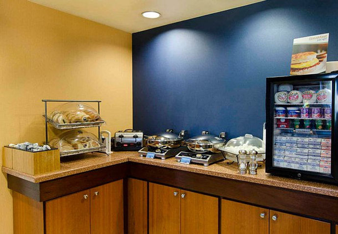 Fairfield Inn and Suites by Marriott Newark Liberty International Airport Restaurang