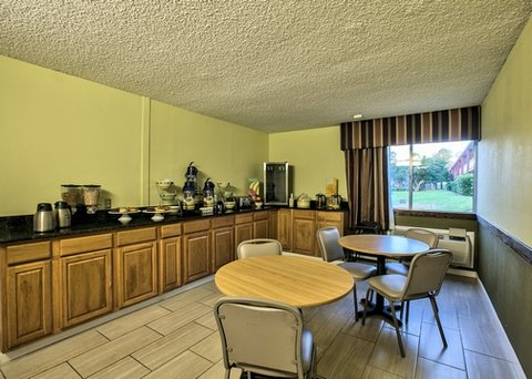 Quality Inn Dothan - breakfast area