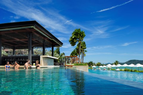 Radisson Blu Plaza Resort Phuket Panwa Beach - Pool Bar