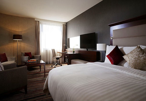 Frankfurt Marriott Hotel - Corner Suite Bedroom   Living Room