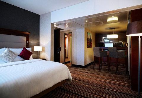 Frankfurt Marriott Hotel - Corner Suite Bedroom   Kitchenette