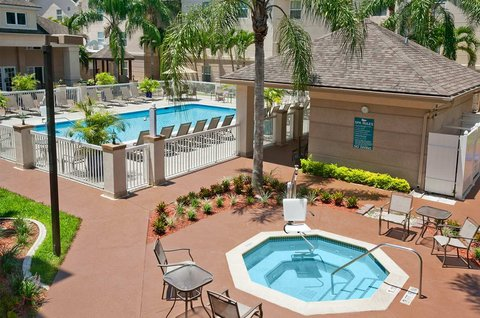 Homewood Suites by Hilton Fort Myers - Outdoor Pool and Spa deck