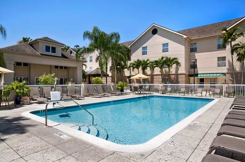 Homewood Suites by Hilton Fort Myers - Outdoor Pool Area