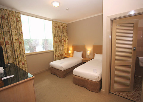 Quality Hotel Tiffins On The Park - guest room