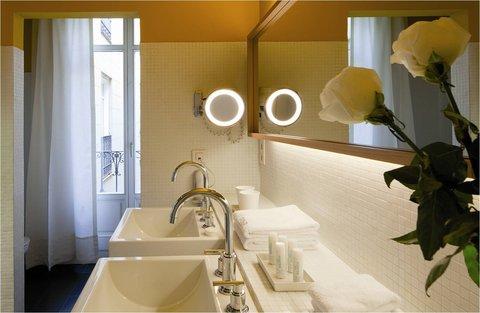 Exe De Las Letras - Bathroom