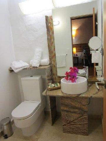 Hotel And Spa Terra Barichara - RESTROOM