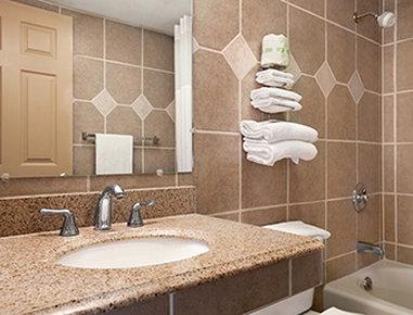 Days Inn Butler Conference Center - Bathroom