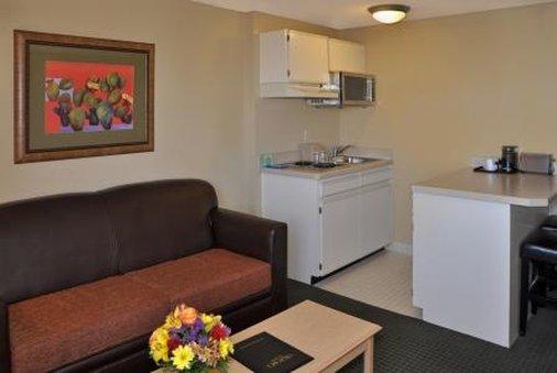 Oxford Inn & Suites Lancaster - Lancaster, CA